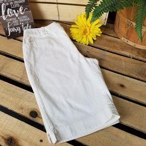 CHAPS  Size 6 white Bermuda shorts 113